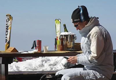 Sjefen tar fri på fredag men jobber i skibakken
